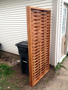 We all have trash cans, and they are all icky. This woven wood privacy screen from 'The Sawdust Maker' is a lot easier to make than it looks, and they not only have a tutorial, but free printable plans Hide Trash Cans, Outdoor Trash Cans, Trash Can Storage Outdoor, Garbage Can Storage, Small Patio Ideas On A Budget, Backyard Privacy, Outdoor Privacy, Backyard Play, Backyard Ideas