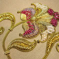 Zardosi Embroidery, Hand Work Embroidery, Hand Embroidery Designs, Beaded Embroidery, Aari Work Blouse, Bridal Blouse Designs, Gold Work, Couture, Beading