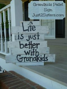 Life is Just Better With Grandkids Pallet Signs. This is one of the pallet signs… Pallet Crafts, Pallet Art, Pallet Signs, Diy Pallet Projects, Wood Crafts, Wood Projects, Furniture Projects, Pallet Ideas, Craft Projects