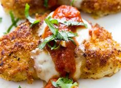 The BEST Chicken Parmesan. Tender pan fried chicken breasts coated in panko breadcrumbs and parmesan cheese. A quick and easy 30 minute meal! Fried Chicken Breast, Chicken Parmesan Recipes, Appetizer Recipes, Dinner Recipes, Carne, Easy Meals, Good Food, Healthy Recipes, Healthy Eats
