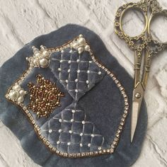 Marvelous Crewel Embroidery Long Short Soft Shading In Colors Ideas. Enchanting Crewel Embroidery Long Short Soft Shading In Colors Ideas. Bead Embroidery Jewelry, Gold Embroidery, Crewel Embroidery, Embroidery Patterns, Sewing Patterns, Lesage, Seed Stitch, Handmade Beaded Jewelry, Beaded Brooch