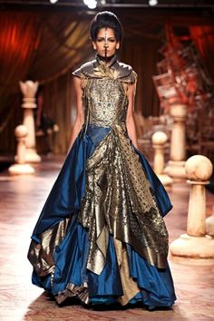 Scarlet Bindi - South Asian Fashion: Delhi Couture Week 2012 - Day 4  This should be an armored dress in Skyrim