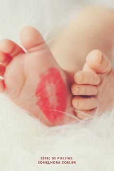 O primeiro ano do bebê em versos. Uma poesia para cada mês do primeiro ano de vida de um bebê, além das fases da descoberta da gravidez, da espera da gestação e do nascimento de um filho. Vem se encantar com esses poemas de maternidade! Poesia sobre o primeiro ano do bebê | Poema sobre bebê | Poesia de mãe