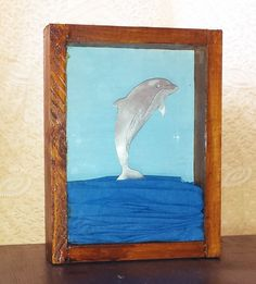 Καδράκι δελφίνι από απλακά, με τζάμι.