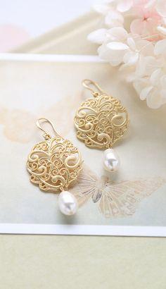 Matte Gold Filigree Earrings, Swarovski Cream Teardrop Pearls Earrings, Gold Wedding Earrings, Bridal Earrings, Bridesmaid Jewelry by LeChaim,  https://www.etsy.com/shop/LeChaim