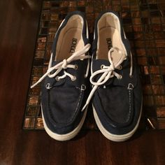 Navy blue boat shoes Navy blue bongo boat shoes size 7.5 in good condition BONGO Shoes