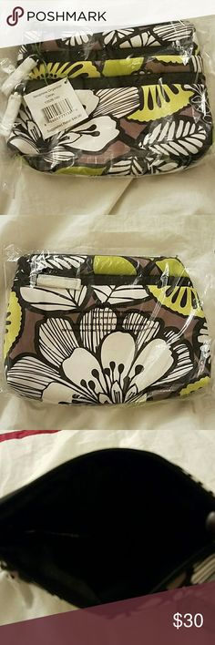 NWT Vera Bradley Neoprene Organizer in Citron ?? NWT VB Neoprene Organizer in Citron ??. Great size to store various items in such as makeup, cell phone, etc. Multiple compartments and a nice pop of green color. Matching Citron bag being sold in separate listing. (FYI: taken out of plastic bag for pictures) Vera Bradley Bags Cosmetic Bags & Cases