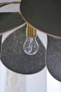 DIY: Drömlampan   leitntos Diy Luminaire, Diy Lampe, Diy Suspension, Handmade Chandelier, Interior Design Tips, Diy Furniture, Diys, Wall Lights, Lighting