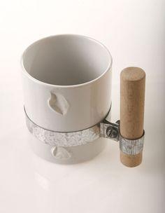Handle with Care par Yuval Tal - Journal du Design Crea Design, Growth And Decay, Kintsugi, Ceramic Cups, Tea Pots, Cool Designs, At Least, Handle, Pottery