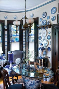 Blue-and-white porcelain and cobalt glass suggested the blue cornice stripe and ethereal ceiling, as well as the saturated blue-black of the trim: many blues in harmony. Photo: Edward Addeo