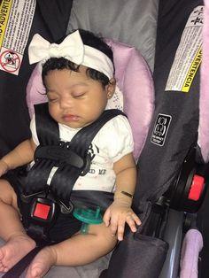 She looks like a doll!! 😍💕💕