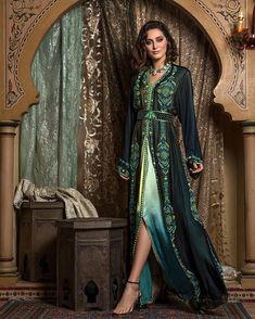 Caftan Kaftan Moroccan, Morrocan Dress, Moroccan Bride, V Neck Dress, Dress Me Up, Morrocan Fashion, Costume Ethnique, Caftan Dress, Hijab Dress