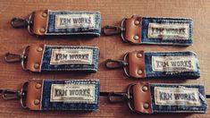 デニムと革のキーホルダー作りました! Leather Bag Pattern, Leather Fabric, Recycled Crafts, Diy And Crafts, Fun Crafts, Leather Jewelry, Leather Craft, Pouch Pattern, Cardboard Art