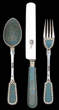 Russian cloisonné enamelled silver individual place setting, assaymaster lev oleks, moscow, 1896, probably v. akimov