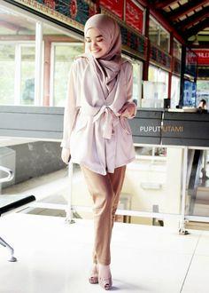 PUPUT UTAMI: A Lady of Beige Islamic Fashion, Muslim Fashion, Modest Fashion, Casual Hijab Outfit, Hijab Chic, Colorful Fashion, Unique Fashion, Hijab Wedding Dresses, Hijab Bride