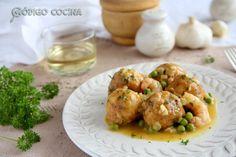 Albóndigas de merluza en salsa verde - Código Cocina Salsa Verde, Chicken, Meat, Food, Purse, Beverage, Food Crafts, Hispanic Kitchen, Hoods