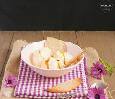 Atrapada en mi cocina: HELADO DE QUESO DE CABRA CON TORTAS DE ACEITE SEVILLANAS