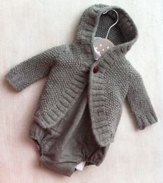 Knitting Patterns for Baby every-day-basic-cardigan Knitting For Kids, Baby Knitting, Crochet Baby, Knitted Baby, Baby Kind, My Baby Girl, Outfits Niños, Kids Outfits, Bebe Love