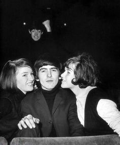 Paul McCartney Photobombing George Harrison and Fans.