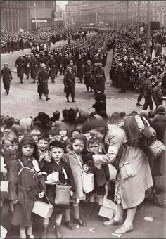 Evacuees from Windsor Street school, Liverpool gather at Central Station in September 1939