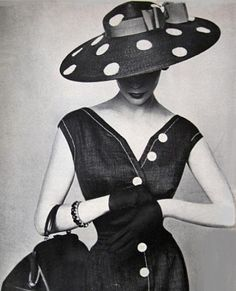 love this dress, hat + photo!