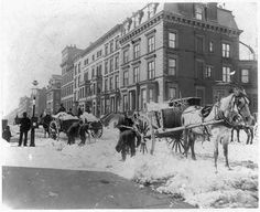 Although the same can't be said for shoveling snow in 1896 when you had to pile it into horse-driven carts. | 12 Vintage Photos Of NYC In Winter That Will Warm Your Heart