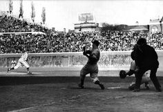 Dizzy Dean pitches to Joe DiMaggio during Game 2 of 1938 World Series at Wrigley Field