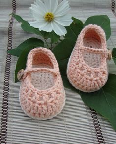 crochet Baby booties mary janes peach and cream / size 0/3 months