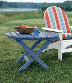 I want to make this!  DIY Furniture Plan from Ana-White.com  Round Adirondack table for outdoor use. Ideal for resting between Adirondack Chairs or on it's own. Inspired by polywood furniture and llbean furniture. Create the DIY version for an affordable option!