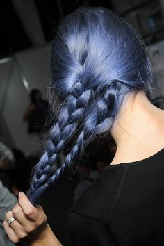 Blue hair….wouldn't a few streaks of this in the red be cool?!