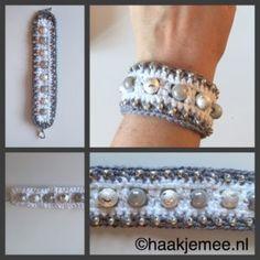 Kijk wat ik gevonden heb op Freubelweb.nl: een gratis haakpatroon van Haak je mee om deze leuke armband met kralen te maken https://www.freubelweb.nl/freubel-zelf/gratis-haakpatroon-armband-2/