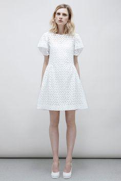 Jill Stuart croisière 2014 http://www.vogue.fr/mariage/inspirations/diaporama/croisiere-en-blanc/16285/image/881507#!mariage-robe-de-mariee-inspiration-jill-stuart-croisiere-2014