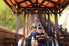 Maior escada rolante turística do mundo é aberta na China
