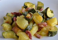 Poêlée de Courgette et Pomme de Terre aux Lardons WW – Plat et Recette Pan-fried zucchini and potato with bacon WW, recipe for a delicious dish made with good vegetables, easy to cook for a light evening meal. Pan Fried Zucchini, Zucchini Fries, Recipe Zucchini, Snacks For Work, Healthy Work Snacks, Healthy Meal Prep, Healthy Eating, Healthy Salads, Salads