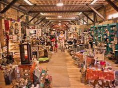 旧鉄道駅の隣の倉庫には、ギフトやインテリア用品、お土産物、この周辺で作られている手工芸品、オーガニック食品やパン類など、誰でも何か欲しいものがみつかるショップがあります。