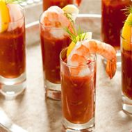 SHOT ORDER Bloody Mary shrimp cocktails - in small glasses - are stylish and easy to eat. Celery is optional. Gazpacho, Bloody Mary Bar, Spring Cocktails, Christmas Appetizers, Quick Recipes, Tea Recipes, Holiday Recipes, Yum Yum Chicken, Vegetable Dishes