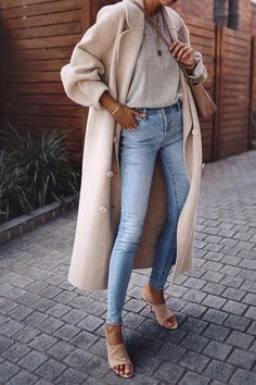 fall style inspiration and fashion inspo long ivory wool coat over plain grey tee and blue jeans with tan mules simple and minimal autumn outfit ideas winter outfits Mode Outfits, Fall Outfits, Summer Outfits, Casual Outfits, Dress Outfits, Denim Outfits, Casual Guy, Guy Outfits, Outfit Winter