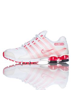 NIKE Lace up front closure Nike swoosh on both sides Open heel with shock support Contrasting colors Padded tongue with logo