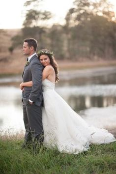 We love it when brides get natural! ... Natural themed weddings that is, and this natural green and grey wedding in California has us truly inspired!