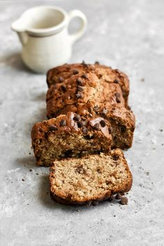 A recipe for the BEST chocolate chip banana bread! This vegan banana bread is LOADED with chocolate chips, making it a real crowd-pleaser! Vegan Banana Bread, Chocolate Chip Banana Bread, Chocolate Chip Recipes, Banana Bread Recipes, Chocolate Desserts, Croissants, Cocoa, Muffins, Vegan Dark Chocolate