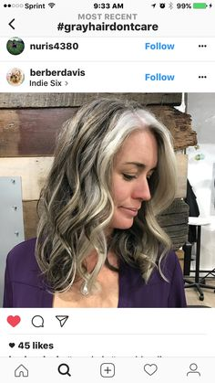 O meu cabelo, depois da transição, vai ficar assim. Uma mecha branquíssima na frente e atrás mais da cor natural. O mei é preto. Estilo Vampira do X-Men.