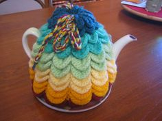 Scallop Tea Cosy         FREE PATTERN   (Australian, English Instructions)   USE THE CORRECT INSTR...