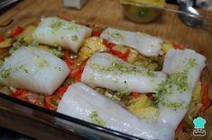 Receta de Bacalao al horno con verduras - Paso 6 Cod Fish, Cooking Recipes, Healthy Recipes, Fish And Seafood, Feta, Tapas, Sushi, Bacon, Yummy Food