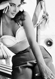 Elizabeth Taylor on the set ofGiantby Frank Worth, 1956