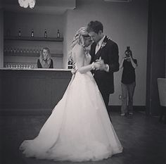 romantic first dance photos