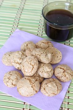 This recipe for almond macaroons is so simple and easy, it will soon become your go to recipe! These almond macaroons are quick to make and so delicious! Vanilla Recipes, Almond Recipes, Sweet Recipes, Baking Recipes, Cookie Recipes, Dessert Recipes, Almond Biscotti Recipe, Italian Almond Cookies, Almond Meal Cookies