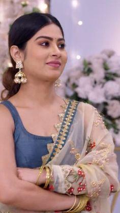 Beautiful Indian Actress, Beautiful Actresses, Cute Photography, Wedding Photography, Bollywood Designer Sarees, Indian Celebrities, India Beauty, Beautiful Roses, Indian Actresses