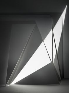 Light and shadow minimalism Shadow Architecture, Architecture Design, Light Architecture, Magic Places, Light And Space, Foto Art, Light Art, Light And Shadow, Light In The Dark
