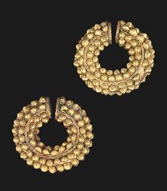 A PAIR OF BACTRIAN GOLD PENANNULAR EAR OR HAIR RINGS - CIRCA 3RD-2ND CENTURY B.C.