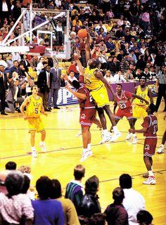 Shaq going BIG at LSU vs Arkansas Basketball Legends, Football And Basketball, College Basketball, Slam Dunk, Lebron James, Michael Jordan, Nba Europe, Robinson, College Hoops